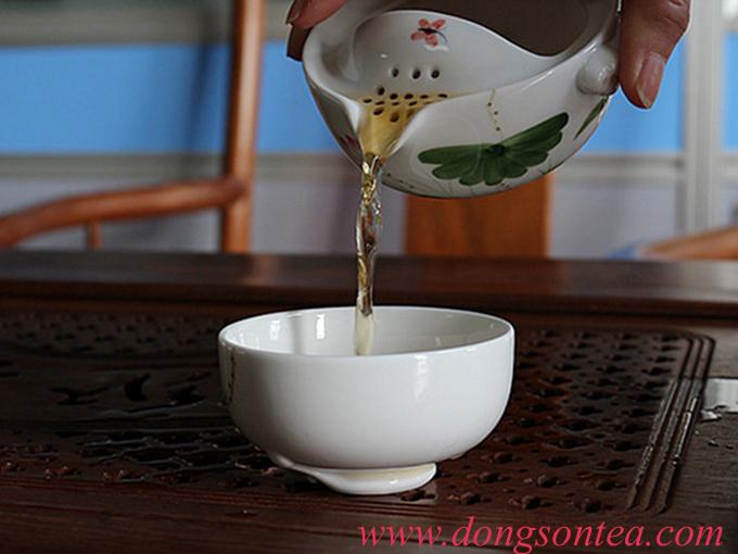 Ấm trà sứ độc ẩm hoa sen